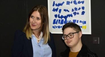 Otvorena izložba likovnih radova članova Udruge za Down sindrom Mostar