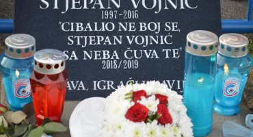 HNK Cibalia: Otkrivena spomen ploča Stjepanu Vojniću