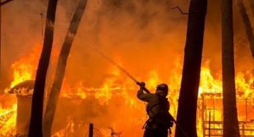 Gori velika tržnica 'Arizona' u BiH: Požar još nije pod kontrolom, materijalna šteta je milijunska
