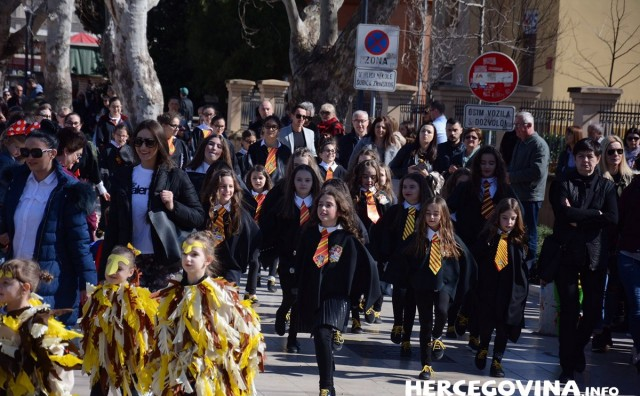 Mostarski karneval okupio sve generacije građana pod kojekakvim maskama