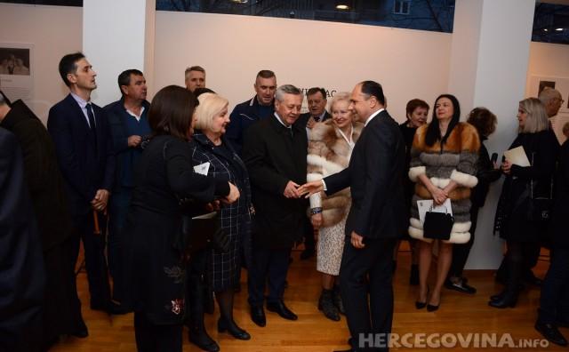 Veličanstveno otvorenje Bukovčeve izložbe i Mostarskoga proljeća u Galeriji Aluminij