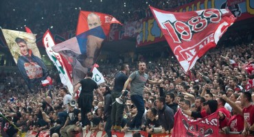 Kaos u Beogradu: Momčad Jasmina Repeše pobjegla od navijača Zvezde, gađali ih čak i metlama