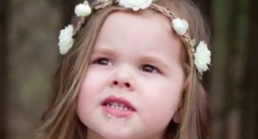 Trogodišnja djevojčica očarala pjesmom o Isusu