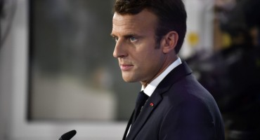 FRANCUSKA ZGROŽENA Macron i supruga u sred pandemije dali 600.000 eura na cvijeće