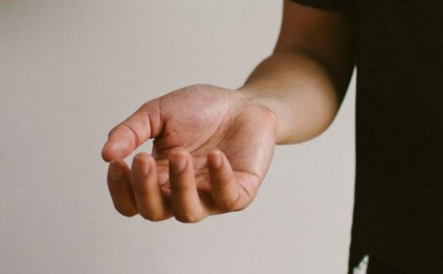 Kako si pomoći kada vam trnu dlanovi ili stopala