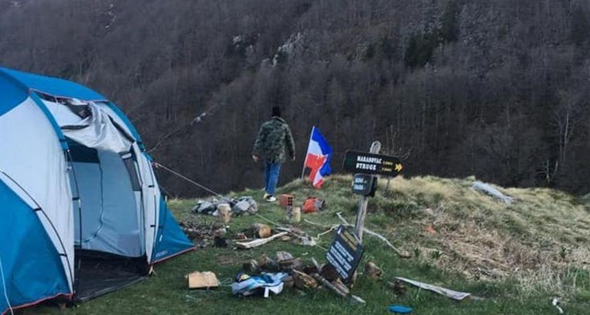 Slovenci Na Velebitu Izvjesili Zastavu Jugoslavije