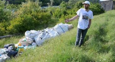Mostarac u dvorištu drži 30 tisuća plastičnih boca iz Neretve jer ih nema gdje reciklirati