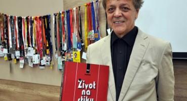 Predstavljena knjiga 'Život na stiku' Dževdeta Tuzlića