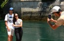 Prvog ljetnog dana turisti u Mostaru traže osvježenje u Neretvi