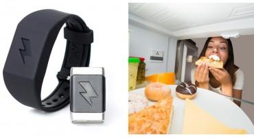 Amazon prodaje narukvicu koja će vas 'stresti' ako potrošite previše novca ili pojedete nezdravu hranu