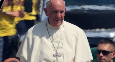 Papa gotovo pola sata bio zaglavljen u liftu, spasili ga vatrogasci