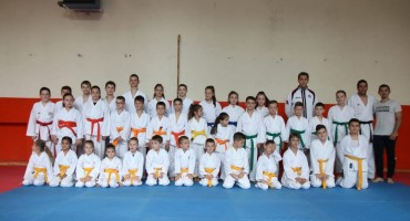 37 članova kluba Karate klub Zrinjski položilo za viša zvanja