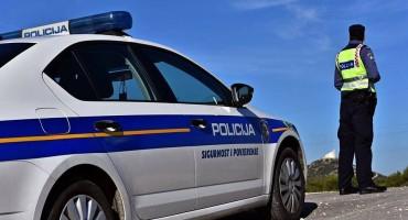 Policajac tijekom očevida pokrao ženu