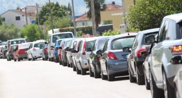 Duge kolone na izlazu iz BiH na graničnim prijelazima Gabela Polje i Doljani
