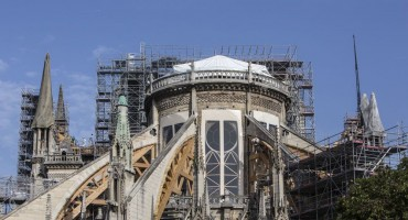 Zbog rekordno visokih temperatura prijeti urušavanje stropa katedrale Notre-Dame