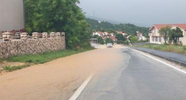 Kiša i olujno nevrijeme izazvali poteškoće u prometu u Posušju