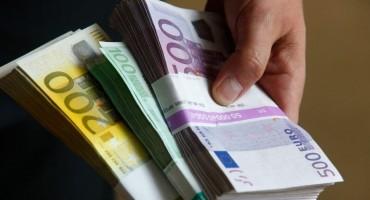 Poštenje iznad svega: Gost hotela u Kalesiji pronašao 75 000 eura i vratio ih vlasniku