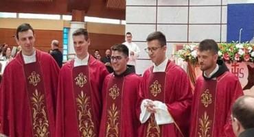 U mostarskoj katedrali zaređeno pet novih svećenika