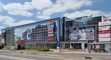 Državljanin BiH napravio kaos u tržnom centru: Svukao odjeću s partnerice pa završio s lisicama na rukama