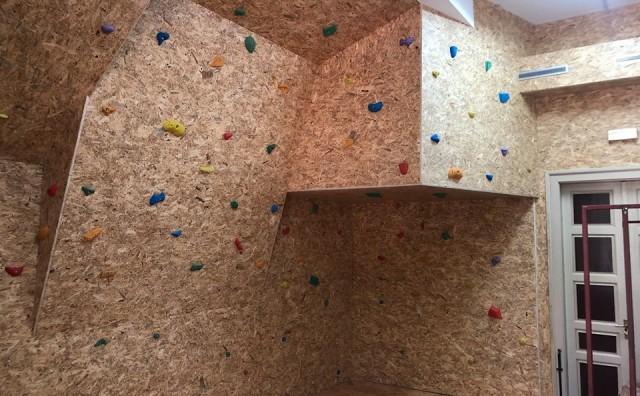 Gimnazija Mostar dobila umjetnu stijenu za sportsko penjanje