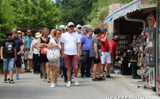 Mnoštvo stranih turista u obilasku Blagaja