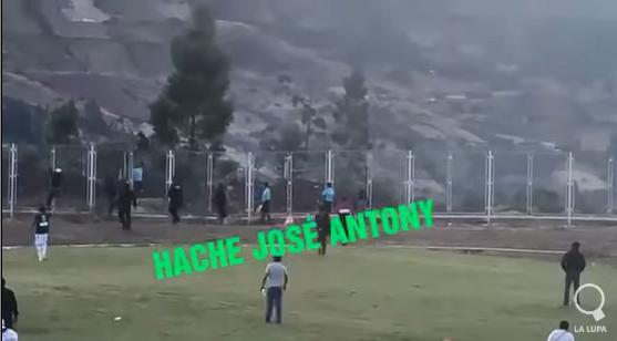 Sudac bježao od navijača, pa preskočio ogradu visoku tri metra!