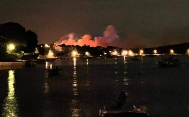 Požar na Zrću! Evakuirano 10.000 ljudi: Vatrogasci se bore s vatrom, u pomoć stigli i kanaderi