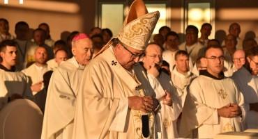 SUSRET SVEĆENIKA Kardinal zamolio 120 svećenika za oprost, on je njima oprostio