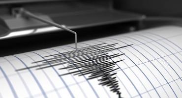 Snažan potres u Indoneziji ubio najmanje jednu osobu