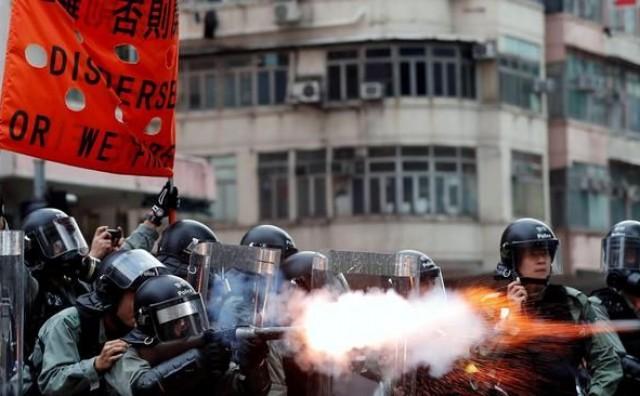Zbog prosvjeda prekinut zračni promet u Hong Kongu