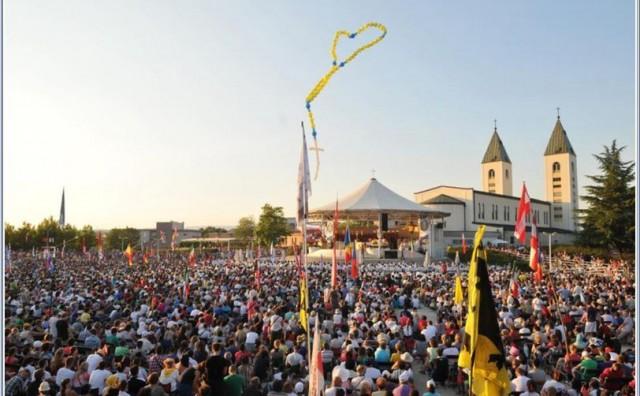 Papin izaslanik o Mladifestu u Međugorju: Pogodilo me ozračje molitve, hodočasnici svugdje hodaju s krunicom u ruci i mole se