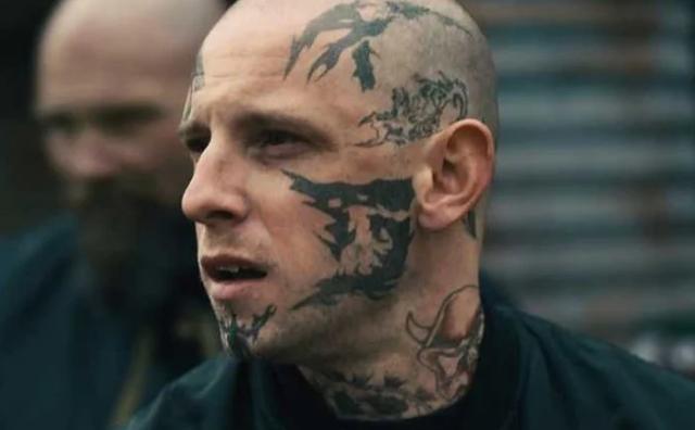Bio je član brutalne bande skinheada, a kad je pobjegao život mu je postao pakao