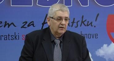Anto Đapić: Muslimanska obitelj iz Sarajeva nasrnula na Hrvaticu kod Šibenika zato što je na majici nosila hrvatski grb