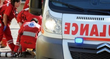 19-godišnjak smrtno stradao prilikom prevrtanja traktora