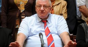 """Šešelj ponovno prijeti Hrvatima: """"Porazbijat ću im njuške, a žene ošišati na ćelavo i posuti katranom i perjem"""""""