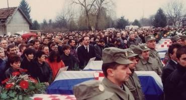 22. rujna 1991. Tovarnik – četnici iz Srbije stavili bijele trake Hrvatima po uzoru na Hitlerove naciste