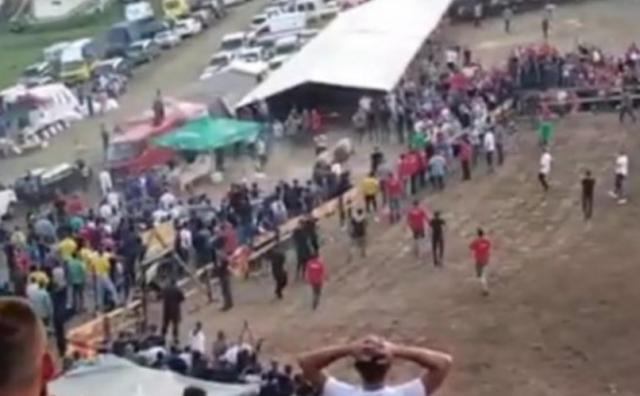 Borba bikova u Visokom umalo završila tragično: Medonja i Jelenko probili zaštitnu ogradu, a zatim je nastala panika