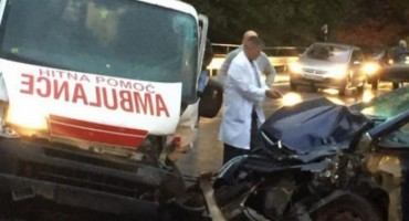 Travnik: Sudar vozila Hitne pomoći i Citroena, jedno osoba ozlijeđena