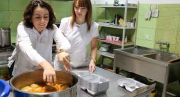 Uposlenici Addiko banke pripremali obroke za socijalno ugrožene