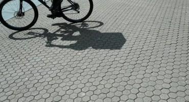 Biciklist podlegao ozljedama nakon pada na kolnik