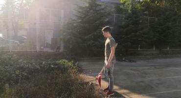 Mostarski učenici čistili okoliš ispred škole
