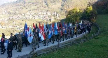Pripadnici Ministarstva obrane i OSBiH na molitvenom pohodu na Bobovcu