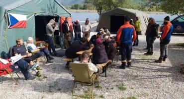 Ronioci Federalne uprave civilne zaštite traže bombe na dnu Mostarskog jezera
