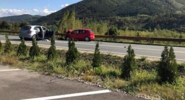 U teškoj prometnoj nesreći kod Žepča dvije osobe teško ozlijeđene