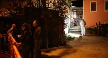 U kući kod Rijeke pronađeno tijelo žene, na stepenicama ispred kuće puška