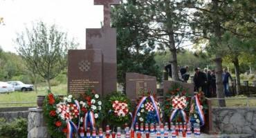 Sveta misa za 26. obljetnicu stradanja hrvatskih vitezova na Vrdima: 'Najbolji sinovi i kćeri naših naroda i narodnosti pali su u ratu'