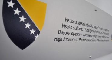 Javni prosvjed VSTV-u zbog neprimjerene komunikacije s medijima
