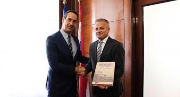 Državni tajnik Središnjeg državnog ureda za Hrvate izvan RH Zvonko Milas primio izaslanstvo HKD-a Napredak