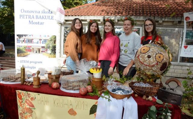 Dani kruha u Mostaru: Učenici izložili pekarske proizvode, razne slastice i pripravke