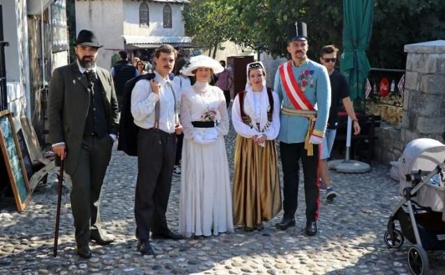 Gavrilo Princip, Franz Ferdinand i Aleksa Šantić prošetali mostarskim ulicama